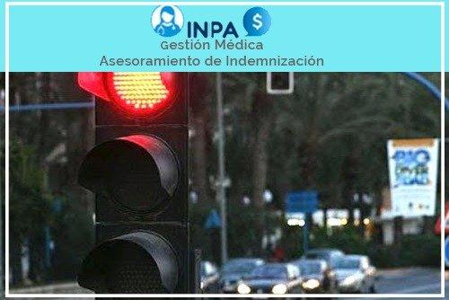 accidente semaforo en rojo